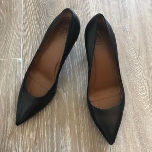 FLASH BLACK! Aquatalia Leather Pumps, Size 9 🎊🎉